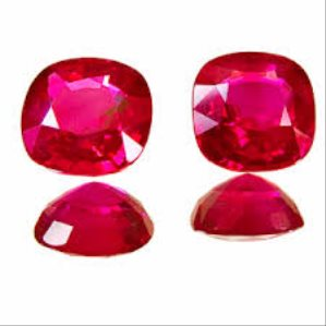 Who should Wear Ruby Stone?